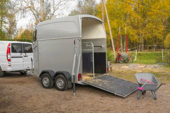bumper pull horse trailer