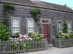 Nantucket Decorating | ToKnow on nantucket nautical symbols on houses, nantucket harbor wall art, nantucket bedroom design,