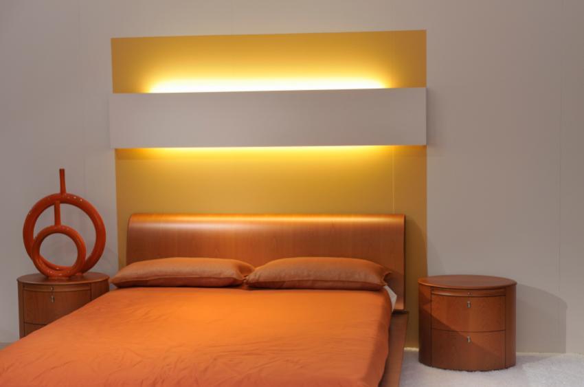 https://cf.ltkcdn.net/interiordesign/images/slide/105440-850x563-minimalist-orange-bedroom.jpg
