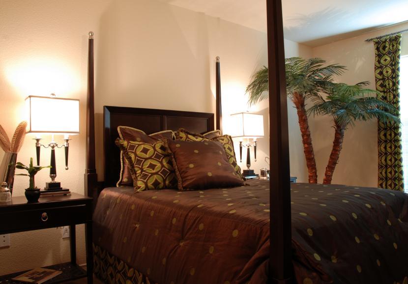 https://cf.ltkcdn.net/interiordesign/images/slide/105452-830x578r1-tropical-bedroom.jpg