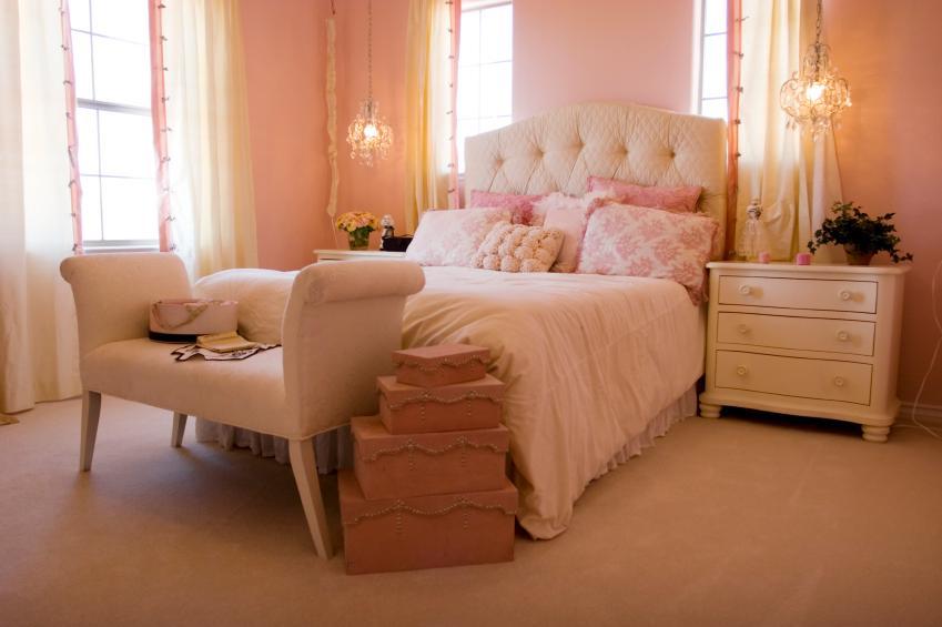 https://cf.ltkcdn.net/interiordesign/images/slide/144845-849x565r1-romantic-bedroom.jpg