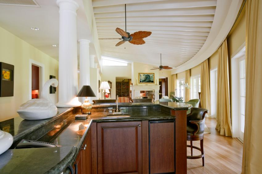https://cf.ltkcdn.net/interiordesign/images/slide/163797-849x565-living-room-bar.jpg