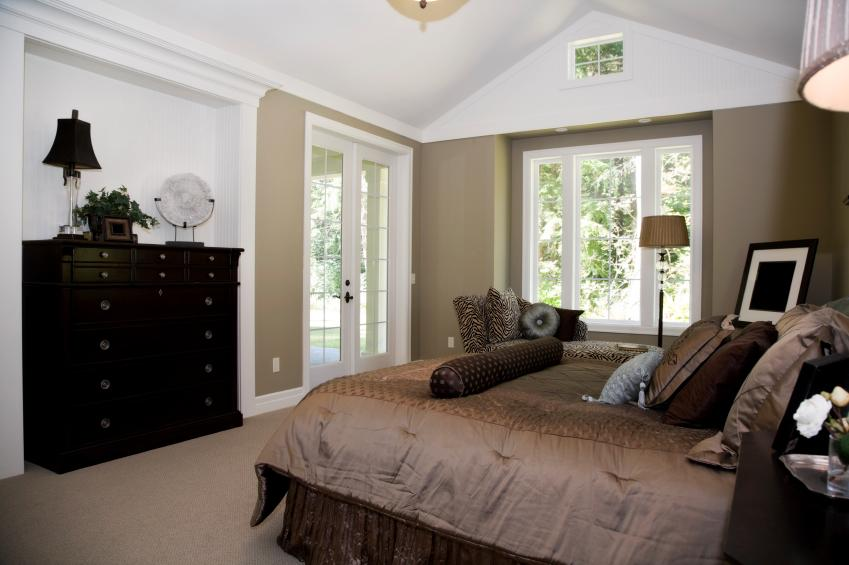 Bedroom With Taupe Wall