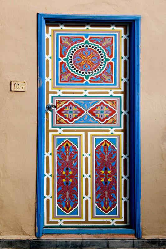 blue Moroccan design : painting door - pezcame.com