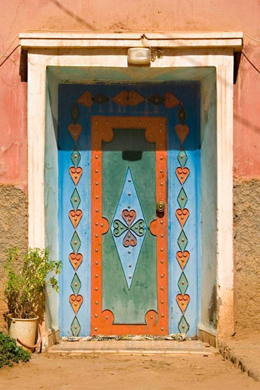 https://cf.ltkcdn.net/interiordesign/images/slide/182968-533x800-Moroccan-Steel-Door-from-the-Anti-Atlas-Mountains.jpg