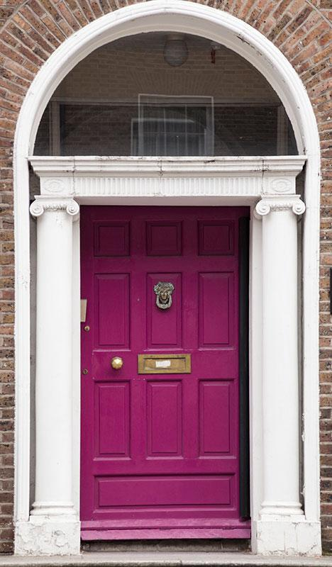https://cf.ltkcdn.net/interiordesign/images/slide/182976-468x800-violet-painted-door.jpg