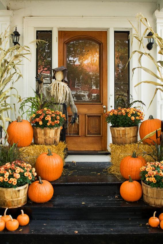 https://cf.ltkcdn.net/interiordesign/images/slide/189681-567x850-Autumn-decorations-on-porch.jpg