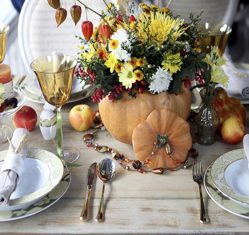 https://cf.ltkcdn.net/interiordesign/images/slide/189687-850x800-flowers-in-pumpkin-vase.jpg