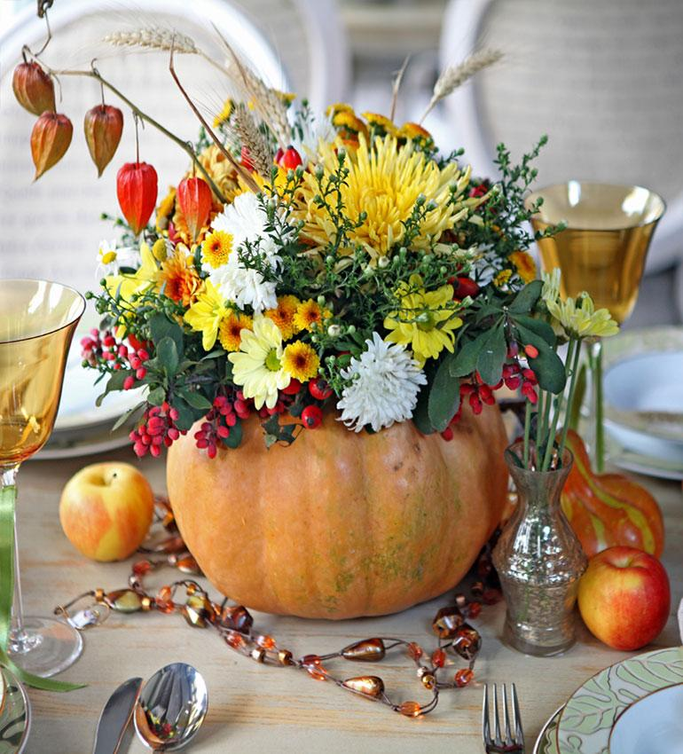 https://cf.ltkcdn.net/interiordesign/images/slide/189755-770x850-pumpkin-and-flowers-decoration.jpg