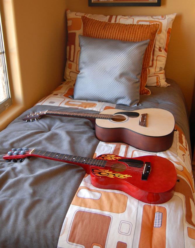 https://cf.ltkcdn.net/interiordesign/images/slide/191840-668x850-teenage-bedroom.jpg