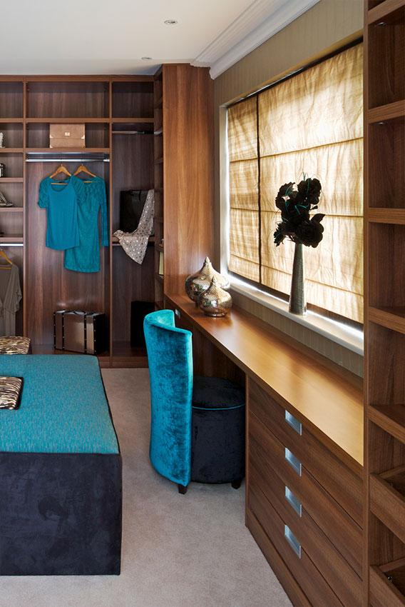 https://cf.ltkcdn.net/interiordesign/images/slide/197348-568x850-closet-room.jpg