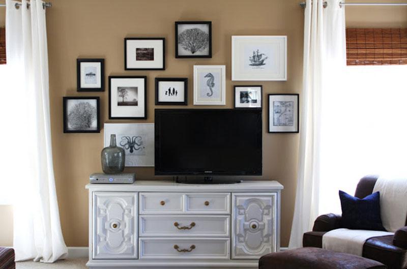 https://cf.ltkcdn.net/interiordesign/images/slide/198467-800x529-Black-and-White-Photos-on-Wall-Emily-A-Clark.jpg
