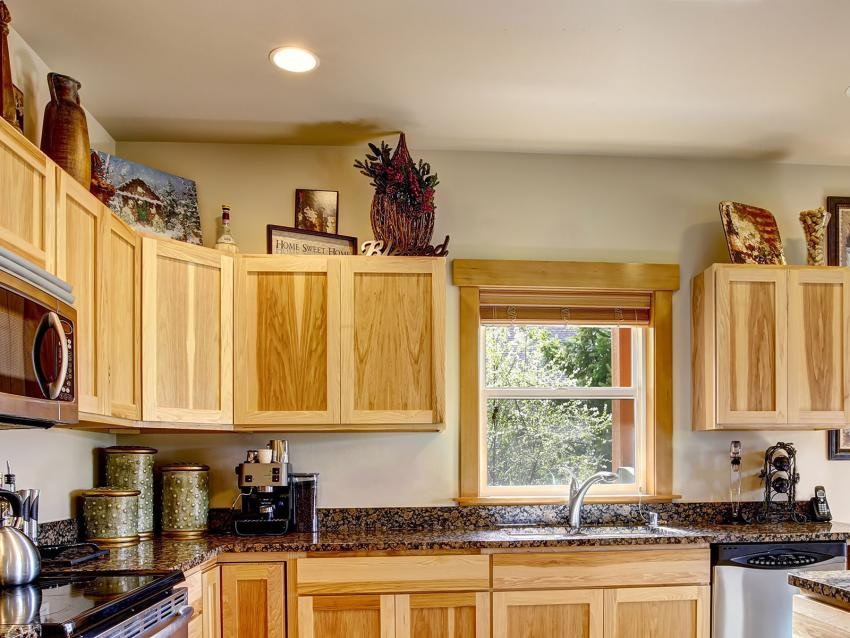 https://cf.ltkcdn.net/interiordesign/images/slide/201756-850x638-art-on-top-of-cabinets.jpg