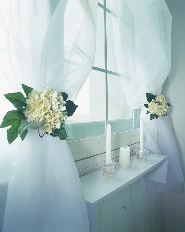 https://cf.ltkcdn.net/interiordesign/images/slide/219238-640x800-flowerties.jpg
