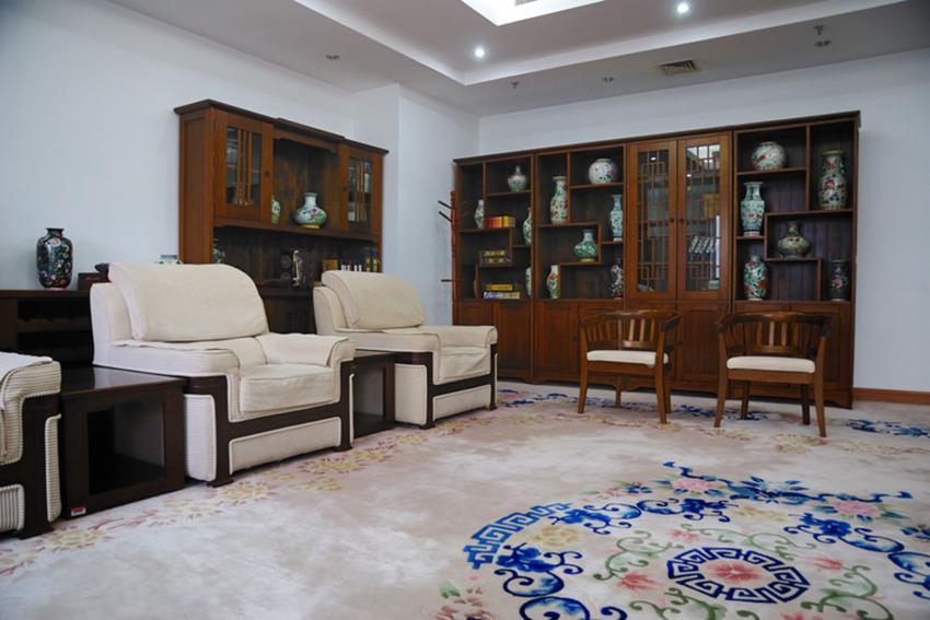 https://cf.ltkcdn.net/interiordesign/images/slide/233439-850x567-asian-inspired-carpet-design.jpg