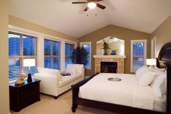 https://cf.ltkcdn.net/interiordesign/images/slide/105438-850x565-small-space-bedroom.jpg