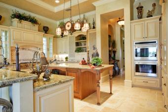 https://cf.ltkcdn.net/interiordesign/images/slide/105458-849x565-elegant-country-kitchen.jpg