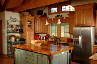 https://cf.ltkcdn.net/interiordesign/images/slide/105460-850x563-Country-kitchen.jpg