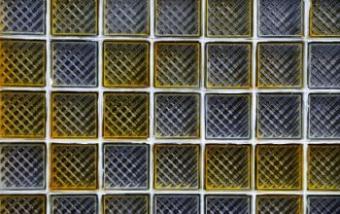 https://cf.ltkcdn.net/interiordesign/images/slide/105505-350x220-Patterned-glass-tile.jpg