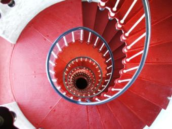 Decorating Around a Spiral Staircase: Tips and Tricks