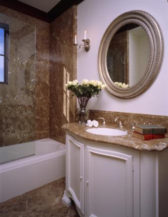 8 Conveniently Adorable Small Bathroom Decoration Ideas