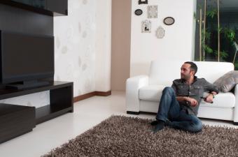 https://cf.ltkcdn.net/interiordesign/images/slide/142947-850x563r1-TV-living-room.jpg