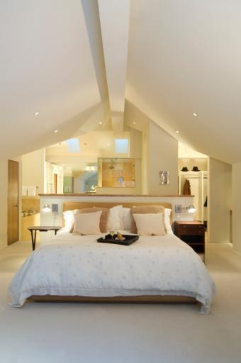 https://cf.ltkcdn.net/interiordesign/images/slide/144847-565x850r1-loft-bedroom.jpg