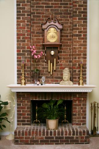 https://cf.ltkcdn.net/interiordesign/images/slide/149922-566x848r1-eclectic-fireplace.jpg