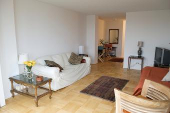 https://cf.ltkcdn.net/interiordesign/images/slide/149923-848x566r1-eclectic-studio-apartment.jpg