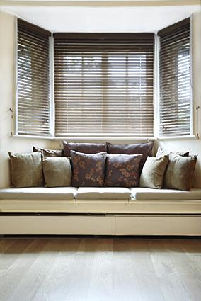 Bay Window Treatment Ideas: Simplicity in Solutions