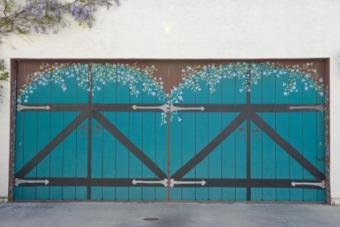 Trompe L'oeil garage door