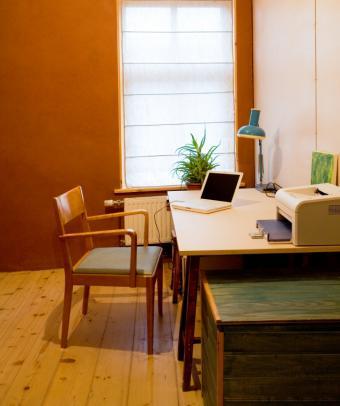 https://cf.ltkcdn.net/interiordesign/images/slide/164185-634x757-small-home-office.jpg