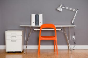 https://cf.ltkcdn.net/interiordesign/images/slide/164186-850x563-minimalist-style-home-office.jpg