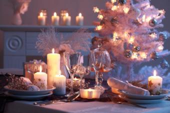 White Christmas dinner setting