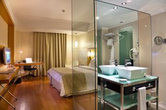 https://cf.ltkcdn.net/interiordesign/images/slide/168379-849x565-Mirror-wall.jpg