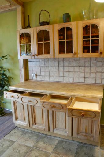 Decorate the Tops of Kitchen Cabinets: 5 Innovative Ways