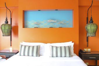 https://cf.ltkcdn.net/interiordesign/images/slide/178805-850x565-Orange-Walls-in-Bedroom.jpg