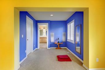 https://cf.ltkcdn.net/interiordesign/images/slide/178812-850x565-yellow-blue-meditation-area.jpg