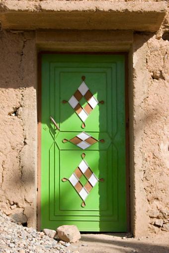 https://cf.ltkcdn.net/interiordesign/images/slide/182967-533x800-Green-Steel-Door-from-Taroudant-region.jpg