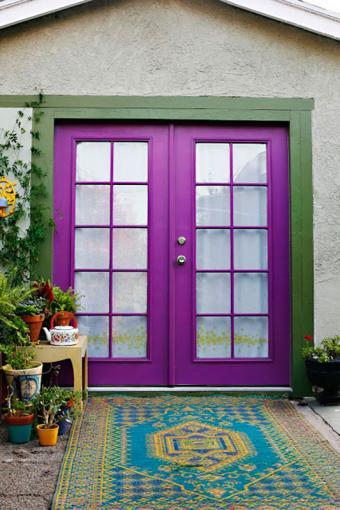 https://cf.ltkcdn.net/interiordesign/images/slide/182971-533x800-purple-french-doors.jpg
