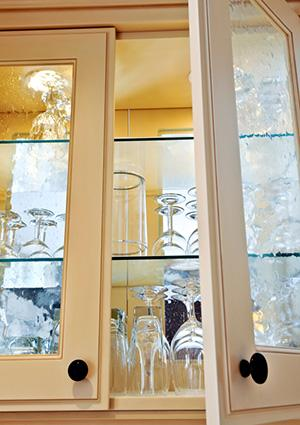 Kitchen cabinet with textured glass fronts