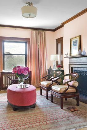 Soft red and pink hues by Mandarina Interior Design Studio
