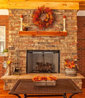 https://cf.ltkcdn.net/interiordesign/images/slide/189686-733x850-Thanksgiving-fireplace-decoration.jpg
