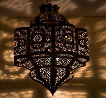 https://cf.ltkcdn.net/interiordesign/images/slide/190393-850x782-Moroccan-lamp.jpg