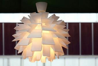 https://cf.ltkcdn.net/interiordesign/images/slide/190394-850x570-Sculptural-Light-Fixture.jpg