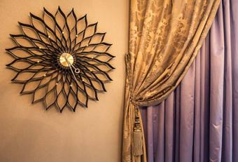 Metallic color curtain and wall decor