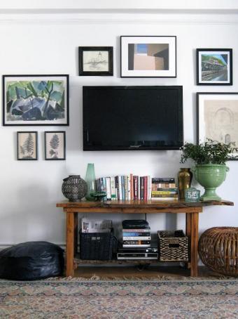 14 Original Ideas for Decorating Around a Flat Screen TV