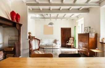 Living room with white beams