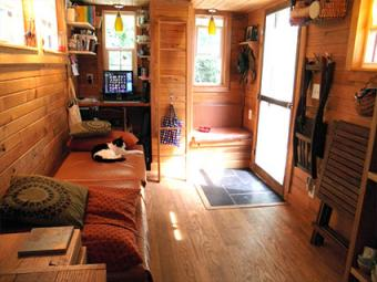 Tiny House Decorating Ideas: Color Schemes & Accessories
