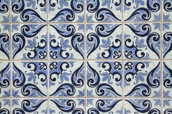 https://cf.ltkcdn.net/interiordesign/images/slide/199910-800x532-blue-floor-tile-design.jpg